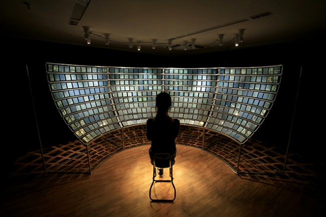 "Mioon, ""Holo Audience"", (2006), 400 x Hologram, mirror, Aluminium Frame, 20 Motors and Sound."