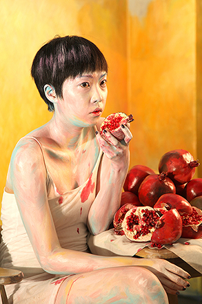 Hyun Mi Yoo, Boma Posed for 12 Minutes, 2010, single channel video1 , 12 mins. Hanmi Gallery