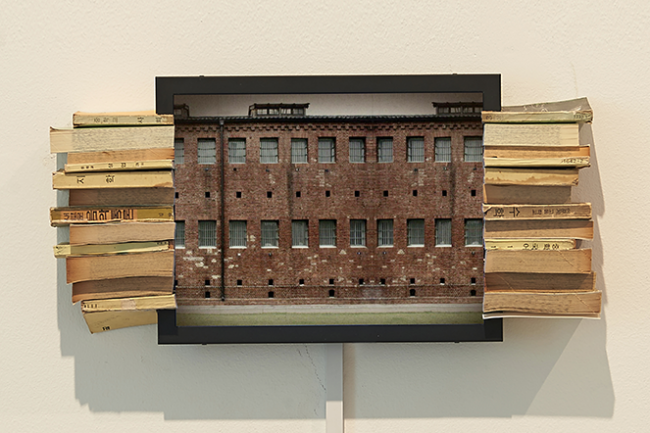 Geum MinJeong, site: passed, 2014. Book, LED, monitor, Mixed Media, 27 x 55 x 10 cm.