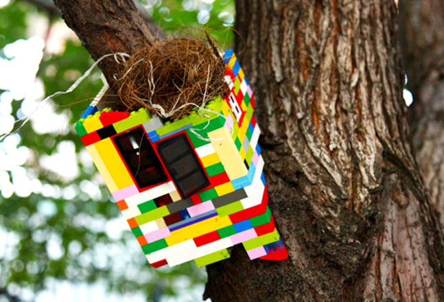 Jaye Moon 2012_Tree House_Variable size_Lego Brooklyn street Art 1